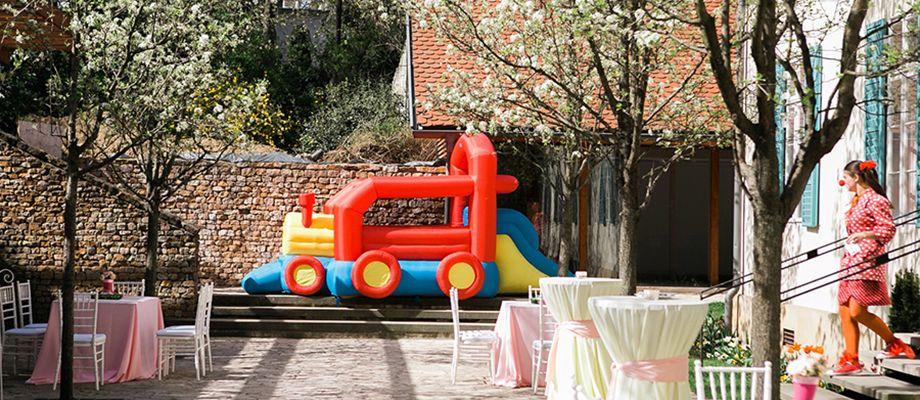 Gyerekbarát esküvő vonat