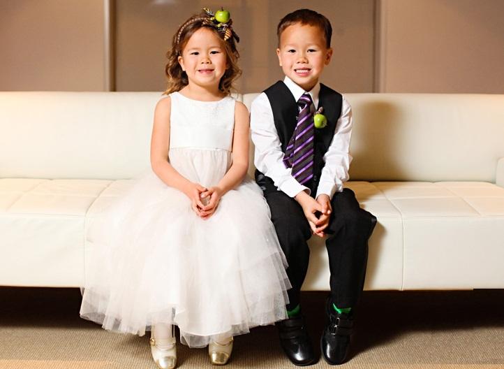 Kinder an der Hochzeit.
